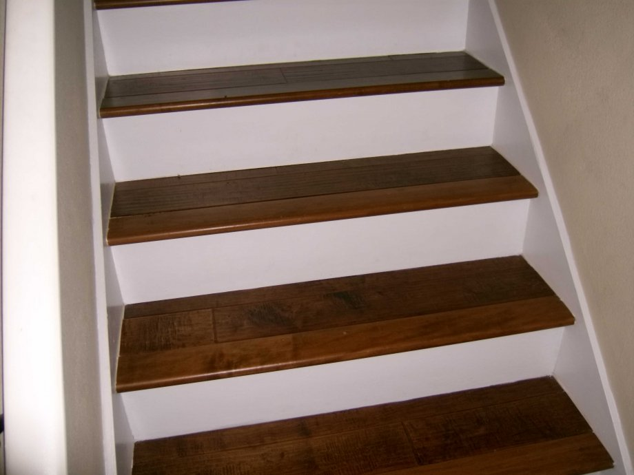 Birch steps with white risers - Hardwood Floors Inc ...